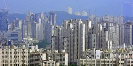 중산층만 어려워진다  文정부 부동산정책 평점 'C'